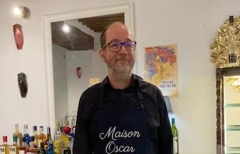 """Patrice de """"Maison Oscar"""" à Aix-en-Provence une boutique à la fois chocolaterie, confiserie et cave de Provence."""