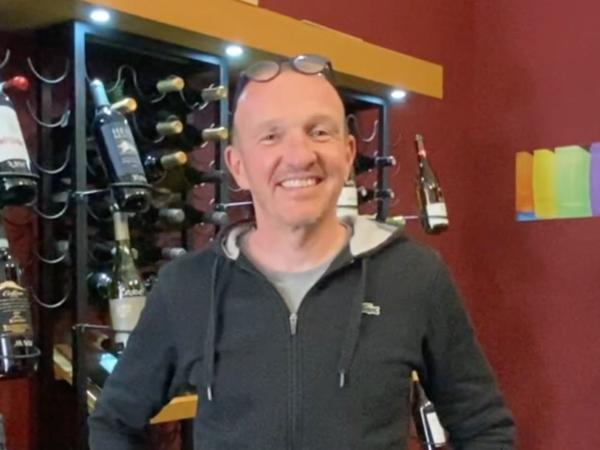 Une cave à vin en plein cœur de Marseille avec de nombreux vins de la région et de nombreux vins bios, Sébastien saura vous conseiller à la perfection.